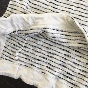 Forever 21 Tops - 🛑3/$35🛑White and Black Striped 3/4 Sleeve Shirt